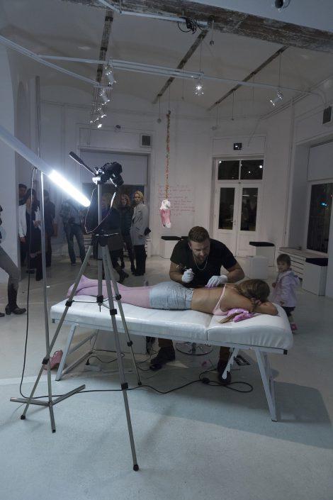 pressure marina markovic pink feminism woman ideal body tattoo tattooing beauty ideal